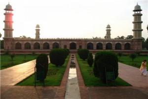 jehanggir's-tomb-3.jpg