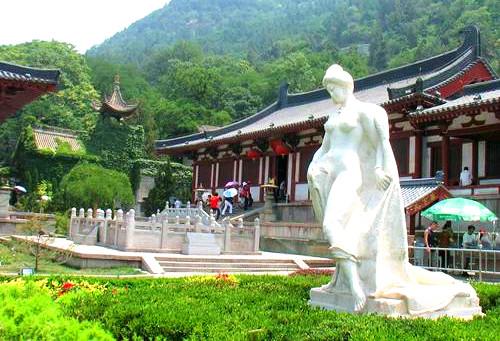 Statue of Yang Guifei.jpg