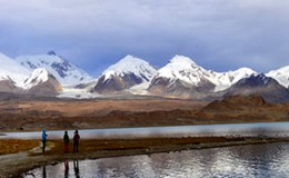 Hiking in the Karakul Lake