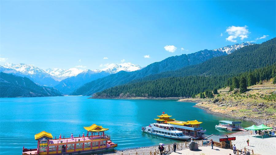 heavenly-lake-2.jpg