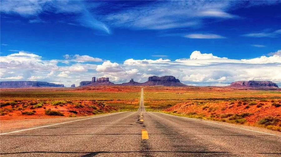 Taklamakan desert highway.jpg