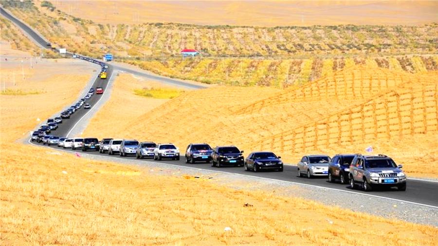 Taklamakan desert highway.png