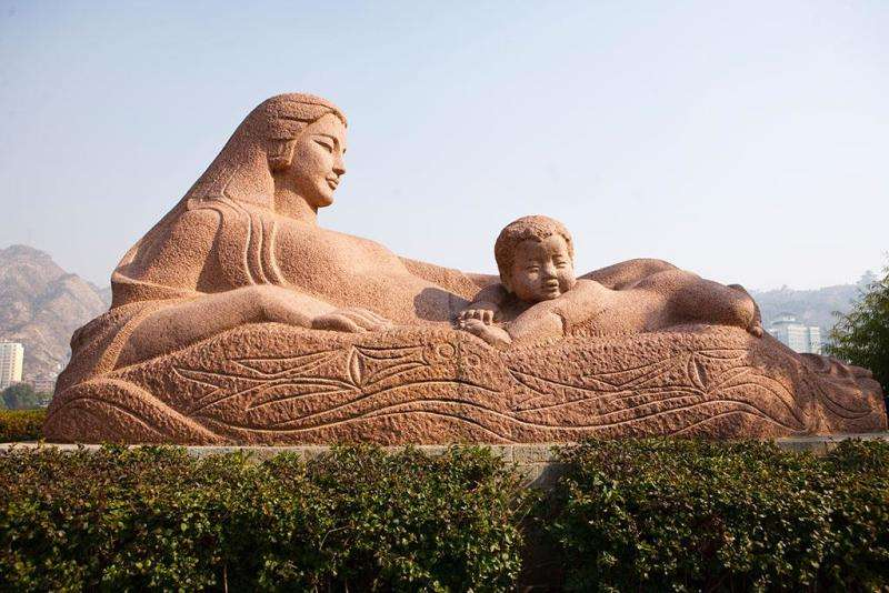 Yellow River's mother statue.jpg