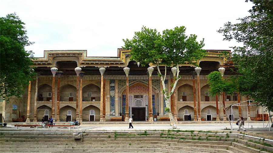 Bolo-hauz Mosque.jpg