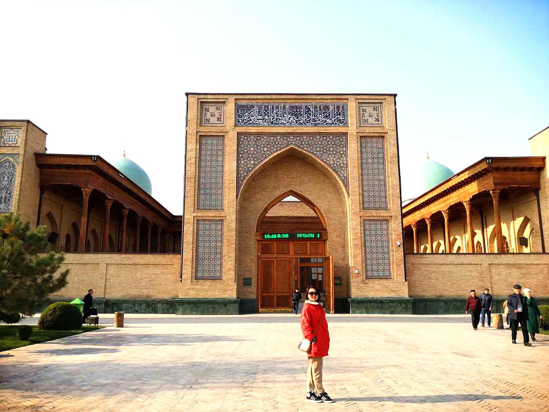 Lesley in Tashkent.jpg