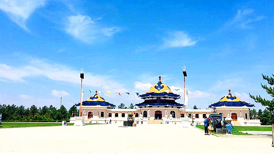 Mausoleum Of Genghis Khan.jpg