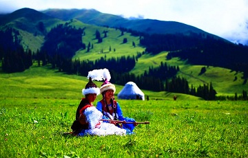 Discover Xinjiang to Mysterious Kashgar and Picturesque Yili Prairie