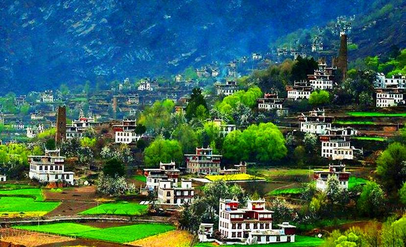 Zhonglu Tibetan Village.jpg