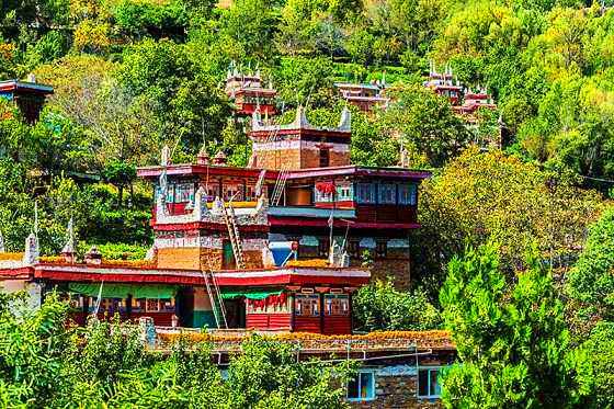 Jiaju Tibetan Village.jpg