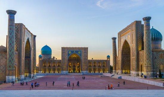 Samarkand-registan-square.jpg