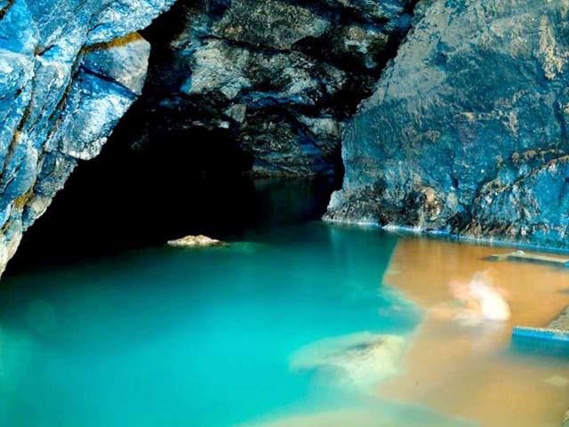 Under-ground-lake.jpg