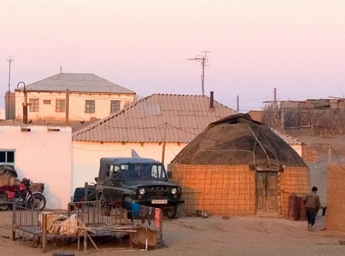 Yerbent-nomadic-village.jpg