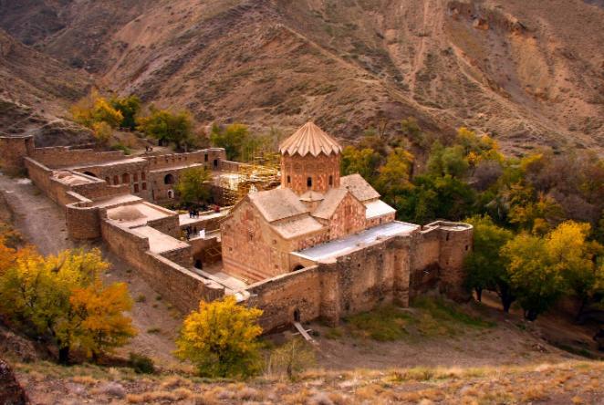 Saint-stepanos-monastery.jpg