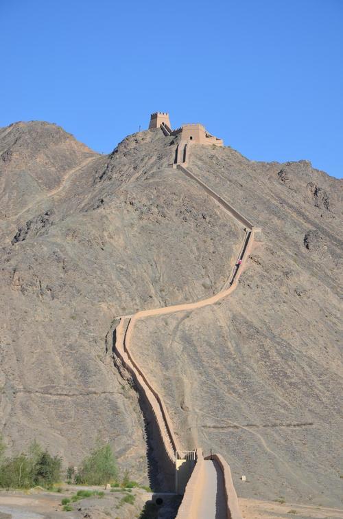 Jiayuguan-great-wall-cliff.jpg