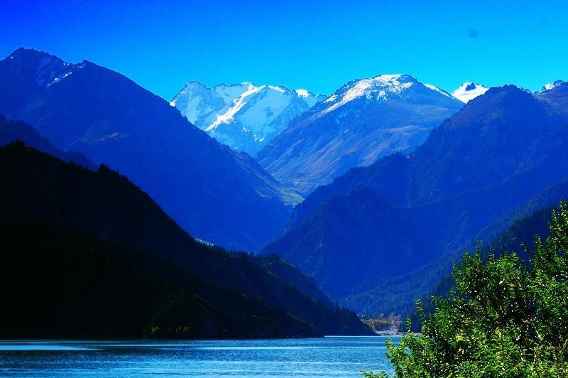 Heavenly-lake1.jpg